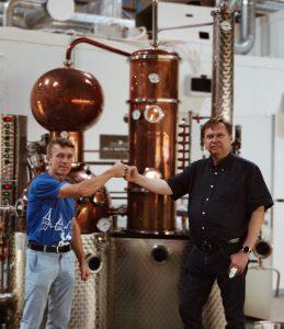 Tiit Rahkema (Atla Distillery esindaja) ja Donatas Narmont (jooksu peakorraldaja)